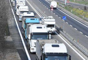 Tir a passo d'uomo: la protesta degli autotrasportatori