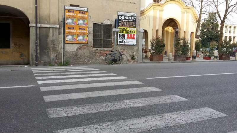 Il parroco, gli studenti e i residenti di San Lazzaro lanciano l'allarme