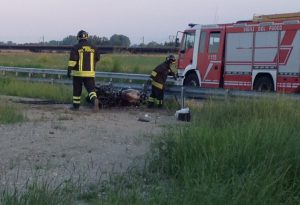 Tragico incidente a Croce Grossa: centauro muore nell'incendio della sua moto