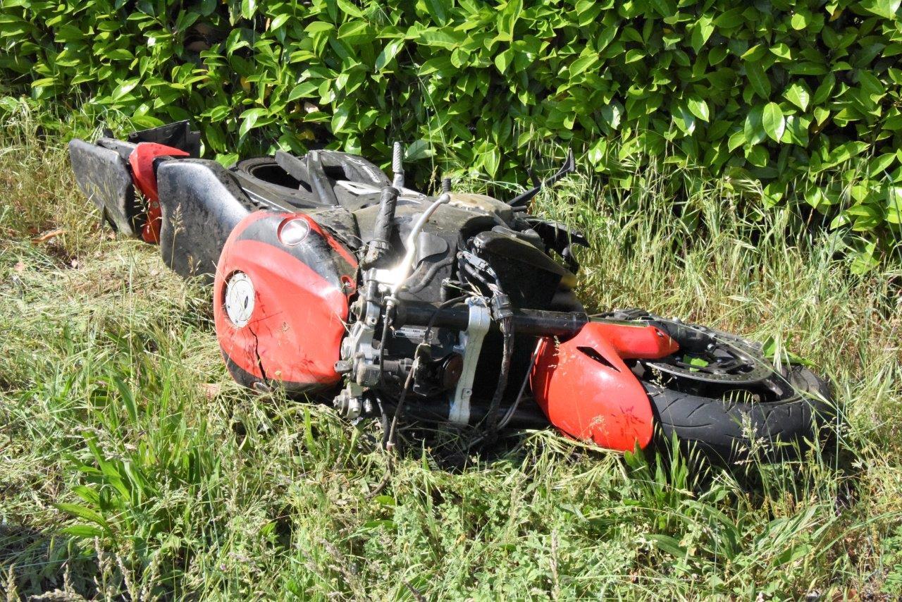 Scontro tra moto e furgoncino sulla Provinciale di Vigolo, centauro in gravissime condizioni