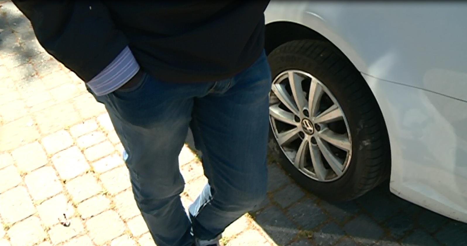 """Parla Aziz, parcheggiatore abusivo: """"Se ricevessi 30 euro al giorno non sarei qui"""""""