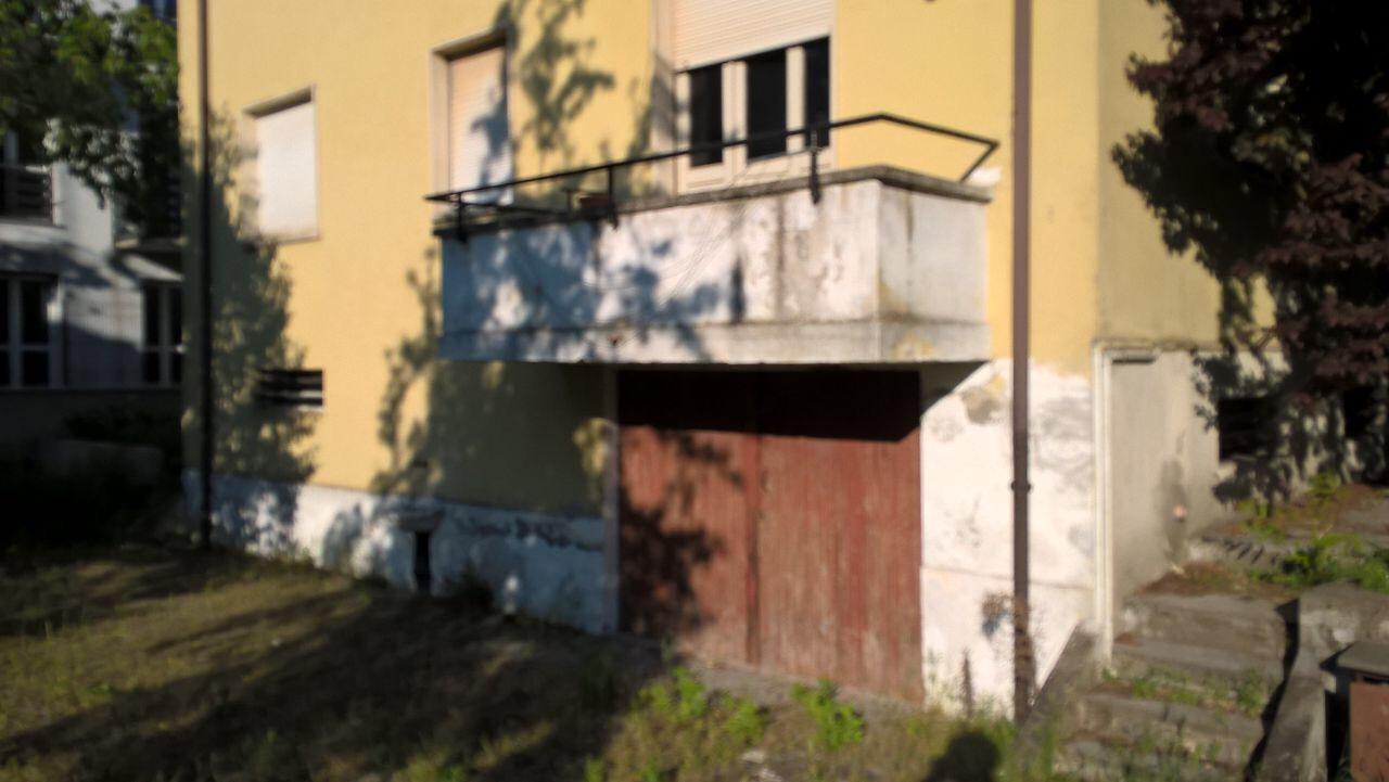 Blitz dei carabinieri in un'abitazione. Scoperti tre giovani abusivi, due erano clandestini
