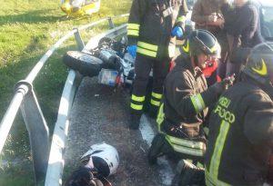 Giornata nera per i motociclisti, scontro con un'auto: un ferito grave