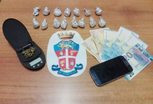 Nasconde la droga dietro al cespuglio, profugo arrestato dai carabinieri