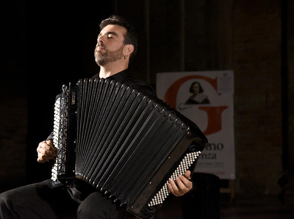 La fisarmonica di Claudio Jacomucci incanta il pubblico nel Duomo di Piacenza
