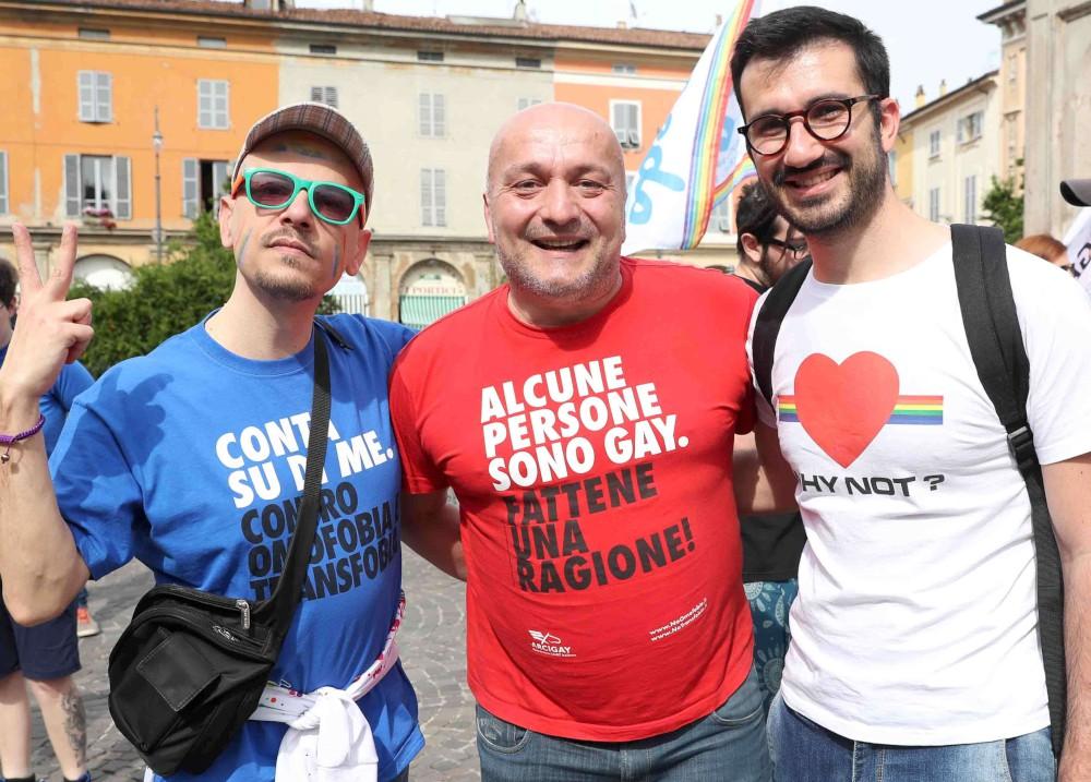 """""""Stop H8, basta odio"""". Corteo nella giornata internazionale contro l'omofobia"""