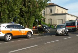 Vigolzone: incidente frontale tra due auto, tre feriti. Disagi al traffico