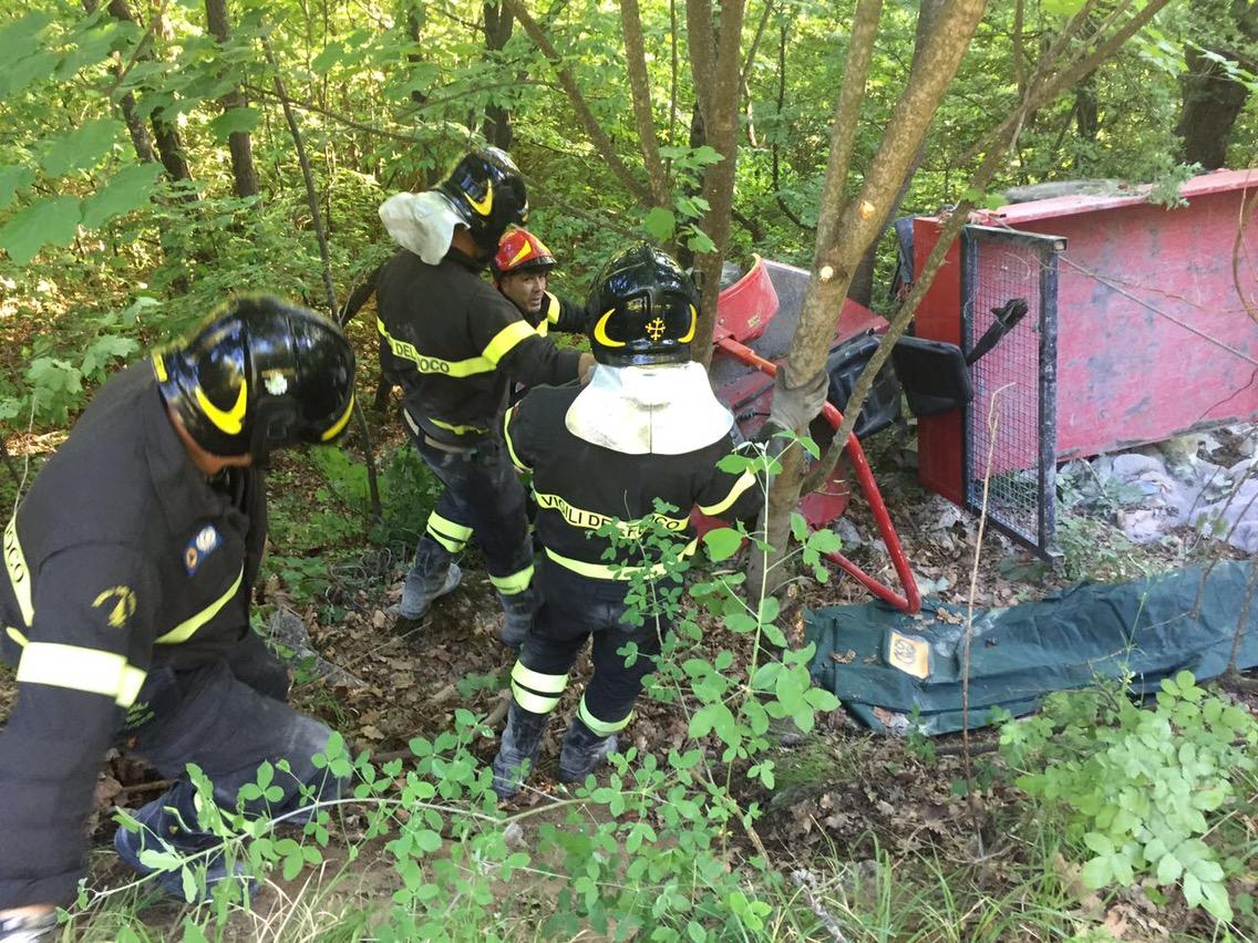 Tragedia in Val Trebbia: trattore si ribalta sulla strada, muore pensionato