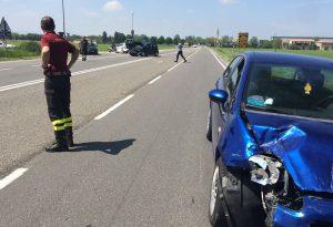 Frontale all'imbocco del ponte Paladini: due feriti e disagi al traffico