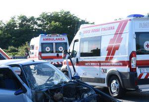 Le Mose: violento scontro tra tre auto, quattro persone ferite