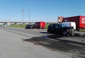 Violento scontro sulla Caorsana. Traffico bloccato per un'ora