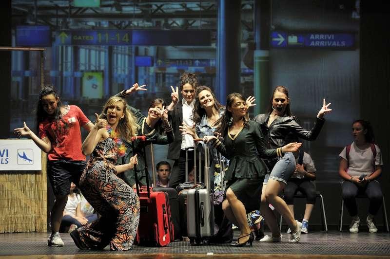 """In scena per l'oratorio: a Fiorenzuola applausi per """"Love is in the '80s"""""""