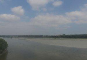 La siccità vista dall'alto: ecco il fiume Po in magra ad Isola Serafini