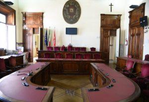 """Fratelli d'Italia: """"Rinunciamo alla presidenza del consiglio"""". Cgil, Cisl e Uil chiedono una commissione prefettizia"""