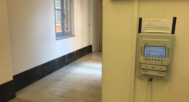 """""""Furbetti del cartellino"""" e appalti, terremoto in Comune: 50 indagati. Le perquisizioni continuano"""