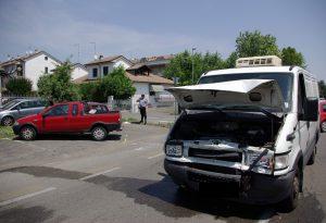 Carambola tra quattro mezzi a San Nicolò: otto persone ferite