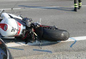 Incidente mortale, moto si scontra con un furgone: perde la vita un piacentino di 53 anni