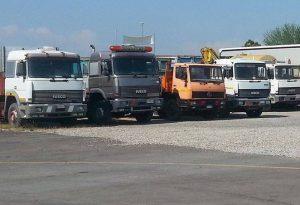 Rubate le batterie a 50 camion parcheggiati in una officina. Colpo da 20mila euro