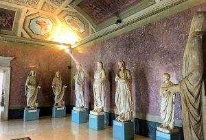 Dodici statue nel sito archeologico di Veleia. La posa nel 2018