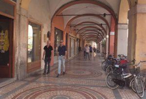 Vigilia di Ferragosto, viaggio in una Piacenza semideserta