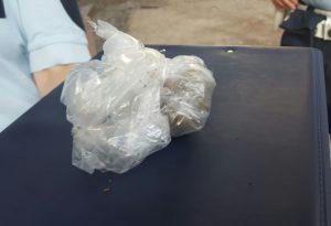 Controlli della Municipale in bar e negozi, sequestrato un etto di droga