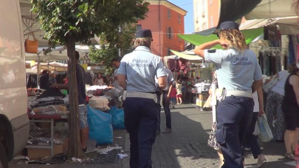 Parcheggiatore abusivo trovato in viale Malta: mille euro di multa