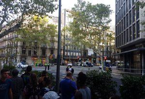 """""""Eravamo a poche decine di metri dal luogo dell'attentato, ci siamo barricati in un negozio"""""""
