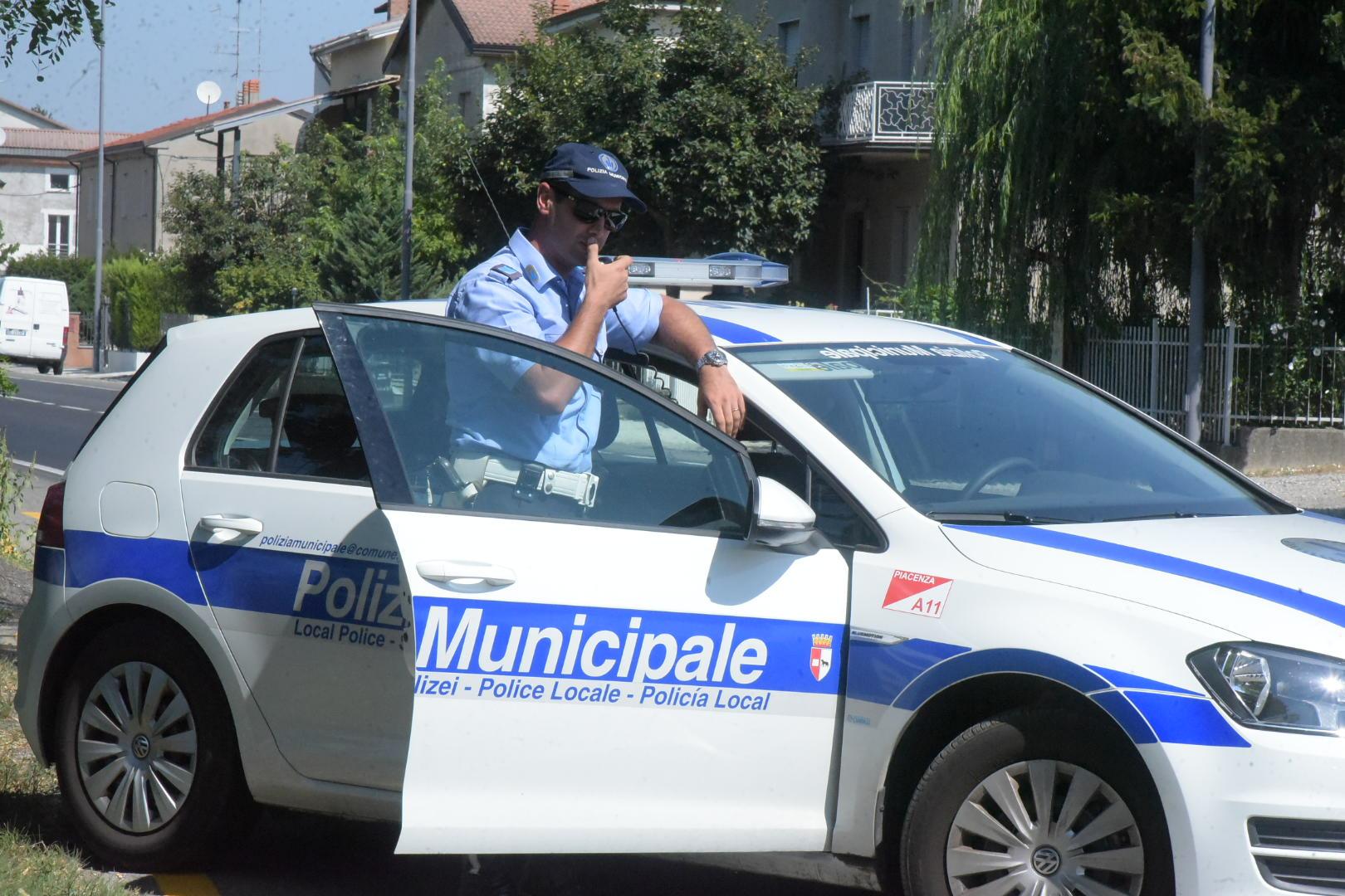 Auto di contrabbando sequestrata, il conducente paga i dazi e la ricompra