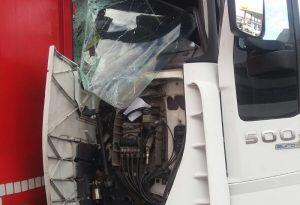 Doppio incidente in autostrada a Fiorenzuola: tre feriti. Auto e camion distrutti, lunghe code