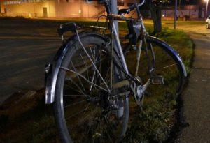 Travolto nella notte lungo la via Emilia, ciclista gravissimo al pronto soccorso