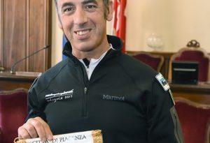 Tappa in Municipio per Simone Zahami, prima della Rove Race Patagonia
