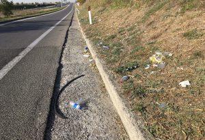Tangenziale: rifiuti ovunque, discariche abusive lungo la strada