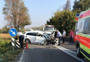 Auto si schianta contro un muretto, bambino di otto anni molto grave portato a Parma dall'eliambulanza