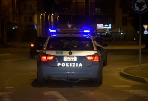 Arrestato dalla polizia e subito evaso: scatta la caccia all'uomo