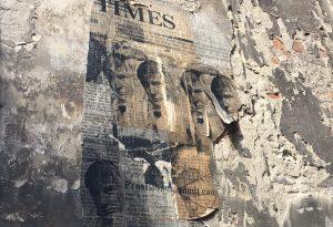 In vicolo Sant'Uldarico spunta pagina del Times con foto di Trump