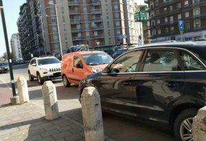 """Ciclabili invase dalle auto: """"Ci vorrebbero le parigine o multe salate"""""""