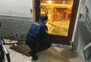 Quattro incappucciati assaltano il bar: furto sventato nella notte