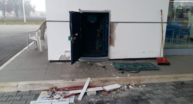 Colpo notturno con l'esplosivo in un'area di servizio della tangenziale, malviventi fanno saltare la cassa continua