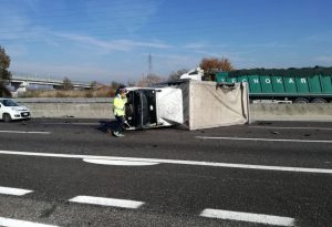 Pontenure: scontro in A1 tra due auto e un furgone, due feriti. Lunghe code