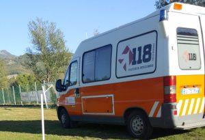 Malore in campo, gli operatori del 118 di Bobbio rianimano un calciatore della BF Bettola