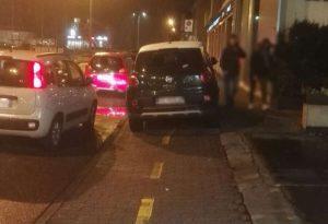 """Auto sulle ciclabili e davanti alle fermate del bus, """"E' mancanza completa di rispetto verso gli altri"""""""