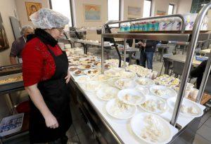 Babbo Natale alla Caritas, 300 chili tra riso e formaggi in regalo per la mensa
