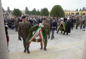 Defunti, al cimitero la cerimonia per i Caduti per la Patria LE FOTO