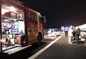 Tragedia in A21: schianto tra più mezzi, auto in fiamme, una donna perde la vita