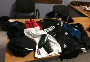 Rubano abbigliamento in un negozio, denunciati 4 minorenni