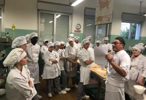 """Per gli """"ospiti speciali"""" di Fuori Sacco, le leccornie preparate dagli studenti del Raineri Marcora"""