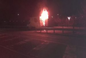 Furgone in fiamme nella mattinata in tangenziale, intervengono i pompieri