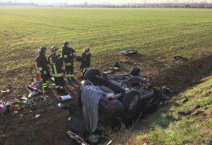 Inferno sulla via Emilia ad Alseno, scontro frontale tra auto e camion: un morto e un ferito grave. Strada chiusa per ore