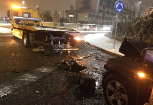 Altro incidente causato dal ghiaccio: coinvolto anche un carro attrezzi