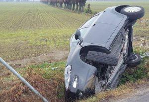 Incidente a Centora, auto nel canale. Illeso il conducente